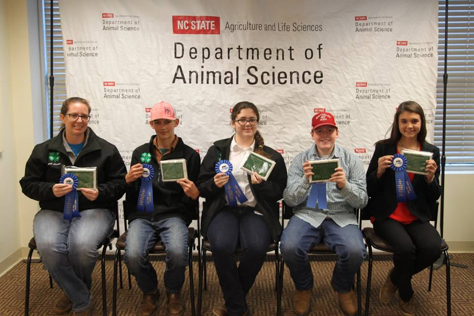 4-H Livestock Judging 1st place Swine Team Photo
